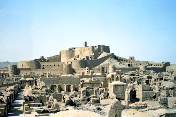 http://tabisite.com/gallery_as/iran/h940823bam_fort.JPG